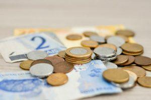 W pewnych przypadkach gdy przedmiot leasingu posiada wady, korzystający może żądać obniżenia wynagrodzenia.